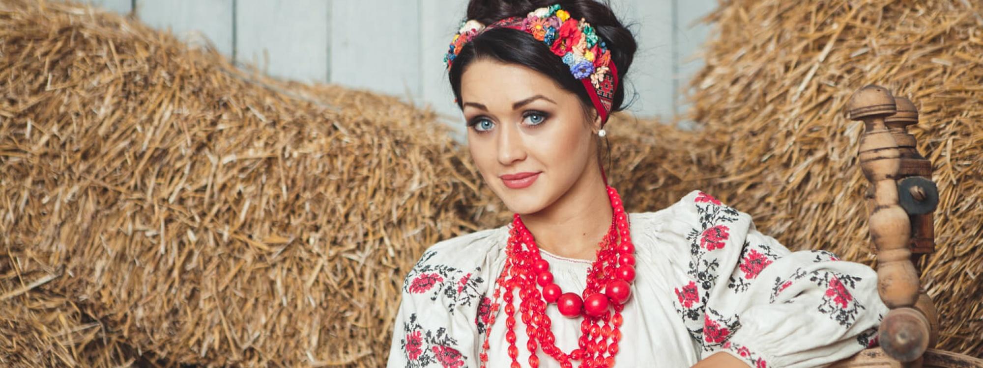 Портрет жінки в Українському етнічному костюмі (Мар'яна Сілагіна), від майстра поетичного портрету Богдана Бурака